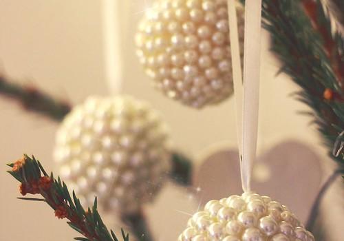 Käsitöönurk: Pärlitega kaetud kuuseehted