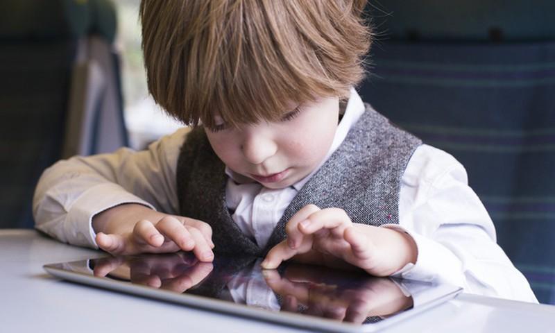 Tahaksid, et laps kasutaks vähem nutiseadmeid? Vaata peeglisse!