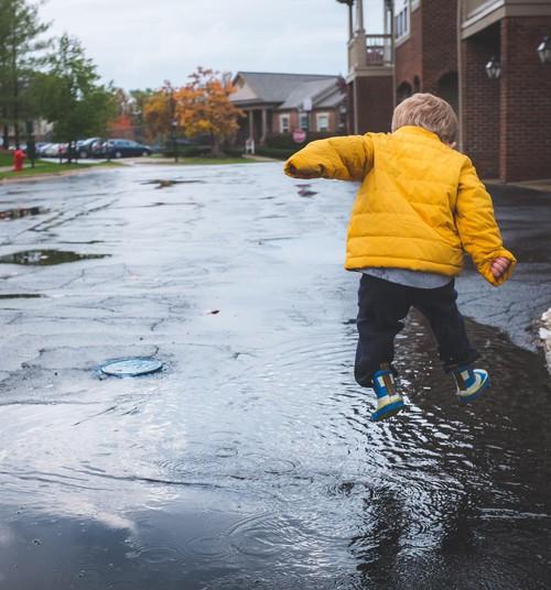 11 ideed, mida vihmasel päeval lastega kodus teha