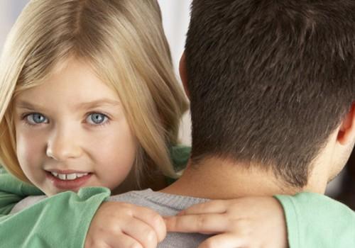 Uuring: Isad kohtlevad tütreid teistmoodi kui poegi