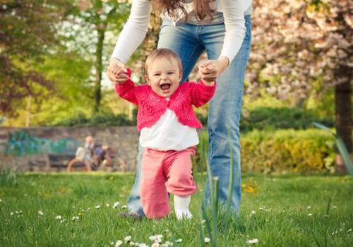 Pisikeste kõndijate klubi: Kuidas julgustada oma last kõndima.