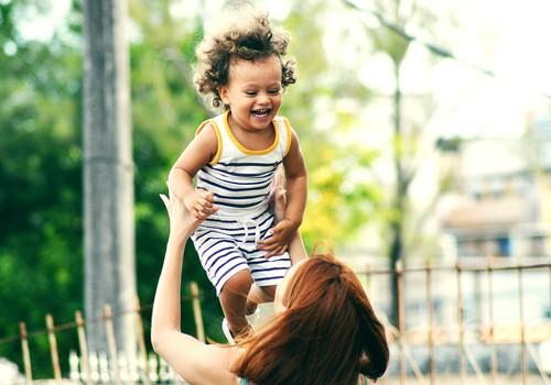 Kuidas aidata väikelast rääkima õppimisel?