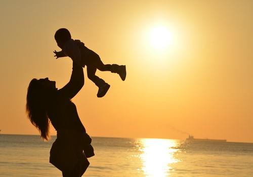 Teadus: Ema kannab osakest oma lapsest endas, aastakümneid!