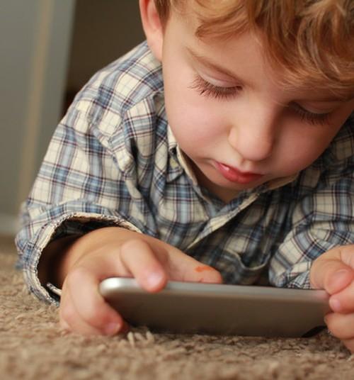 Eesti laps sõidab kooli autoga, ei mängi piisavalt õues ning ülekasutab ekraane