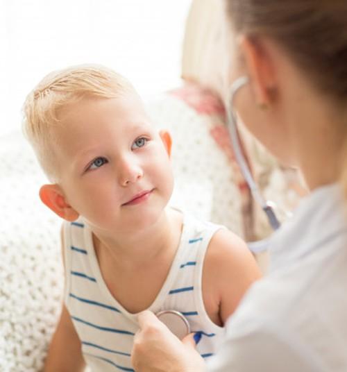 Eesti Perearstide Selts: Nohu või köha pärast lasteaiast koju jääma ei pea