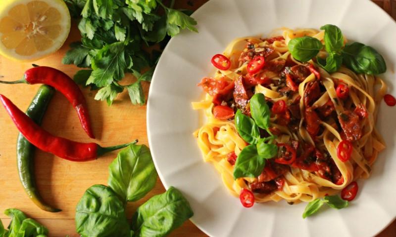Õhtusöögiidee: Kirsstomatite ja chorizoga pasta
