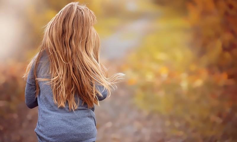 Laps kasvatas norijaid trotsides juuksed pikaks, et annetada need haigele sõbrale