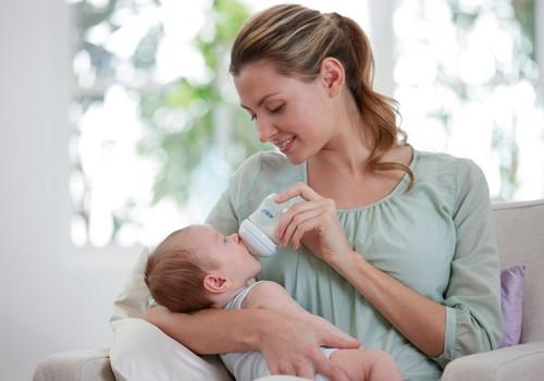 Kui tihti tuleks beebile rinnapiimaasendajat pakkuda? Kolm nõuannet, mida kõrva taha panna