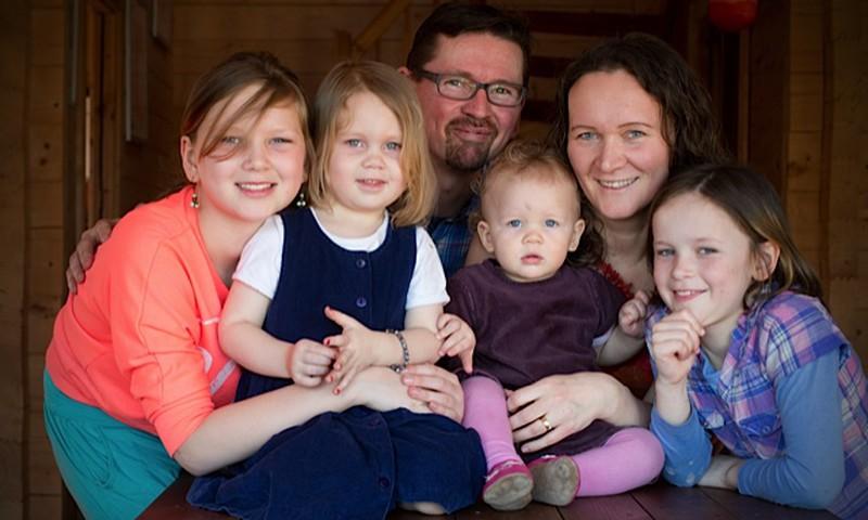 Ühe pere lugu: haigla- ja kodusünnitus, Eestis ja Saksamaal
