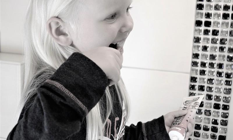 Kuidas hoolitseda väikelapse hammaste eest? Milline hambapasta valida?