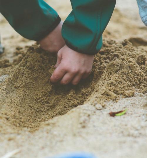 Õnnetus Saku lasteaias – liiva alla jäänud laps sai raskelt viga