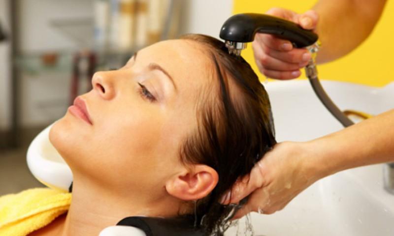 Lugeja küsib: kas imetamise ajal võib juukseid värvida?