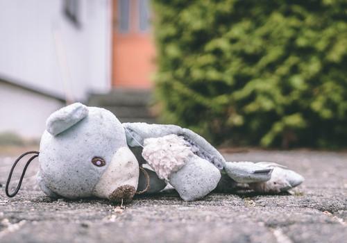 Taas traagiline õnnetus: viienda korruse aknast alla kukkunud tüdruk suri