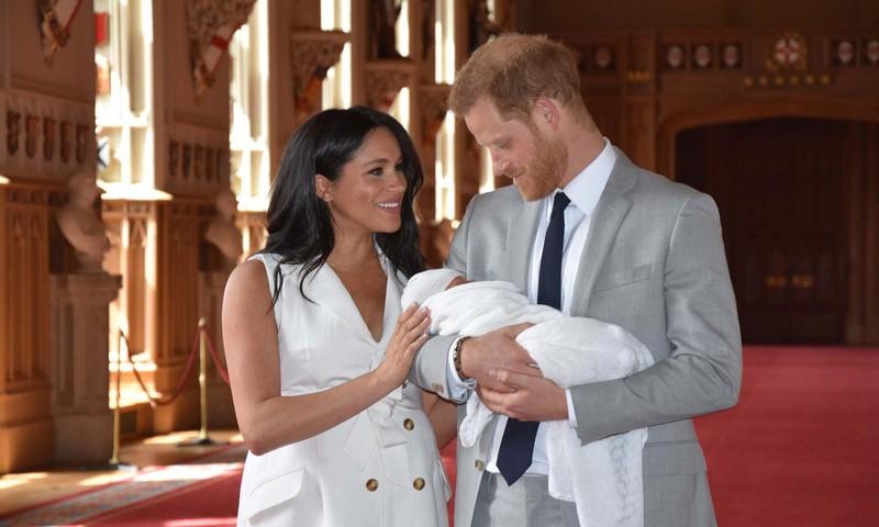 Esimesed fotod kuninglikust beebist ja äsja sünnitanud Meghanist