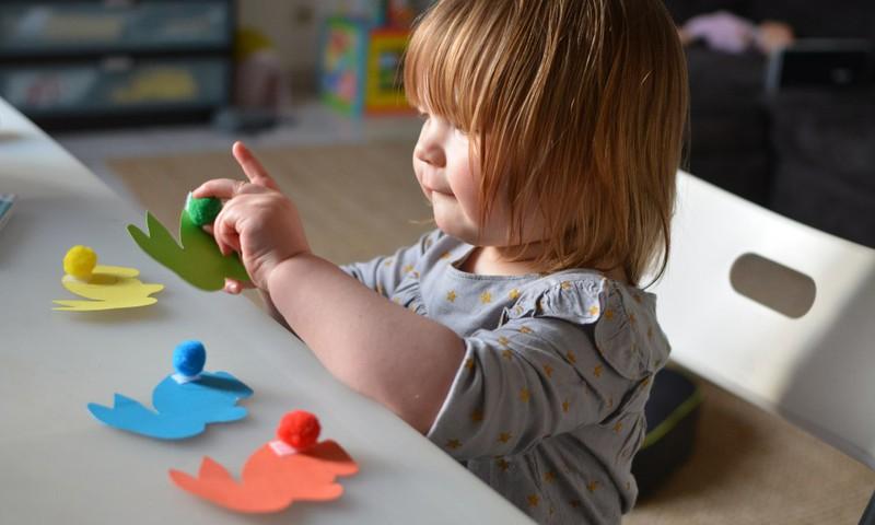 Väga lihtne meisterdamisidee väikelapsele - pane jänkule saba taha!