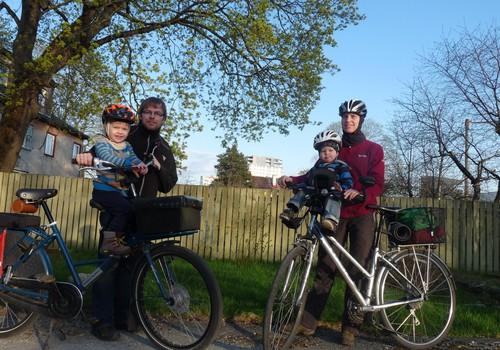 Põhjalik ülevaade: Miks ja kuidas sõidutada last rattatoolis, milline tool valida?