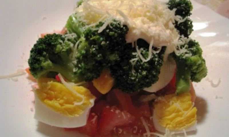 Salat brokkoli ja juustuga