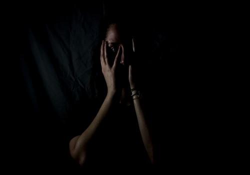 Mõnikord ärkavad vägivaldse pere vanemad alles siis, kui kuulevad oma lapse kõnet politseisse