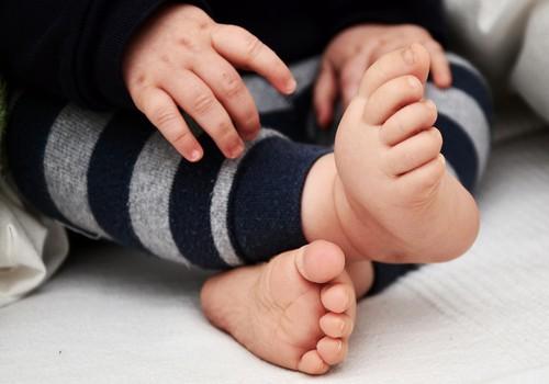 Eesti annetajad aitavad beebina oma emalt uue maksa saanud Annat