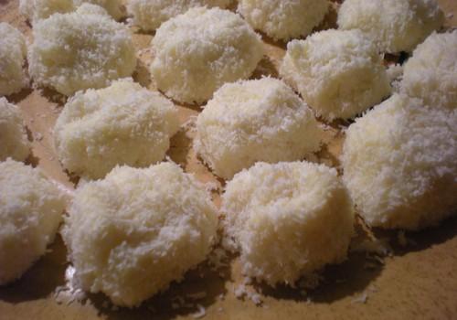 Valge šokolaadi-toorjuustu trühvlid