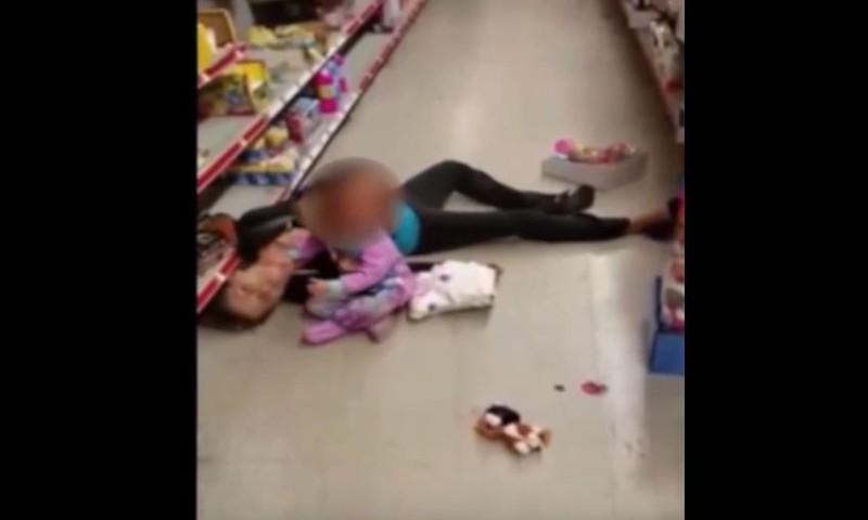 Südantlõhestav video: Väikelaps püüab äratada üledoosist kokku varisenud ema