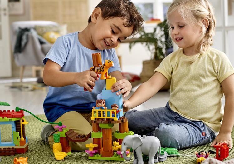 10 põhjust, miks on väikelapsed nii ägedad (ja kuidas toetada nende igakülgset arengut LEGO® DUPLO® abil)