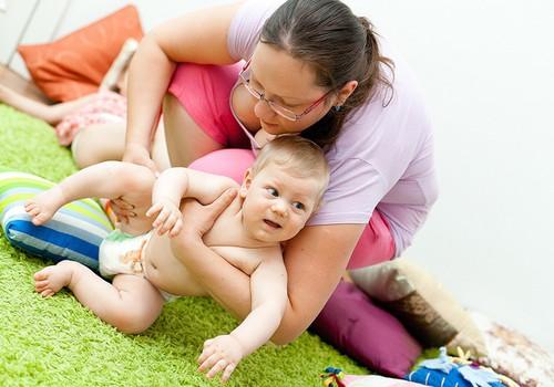 Kuidas areneb beebi istumisoskus