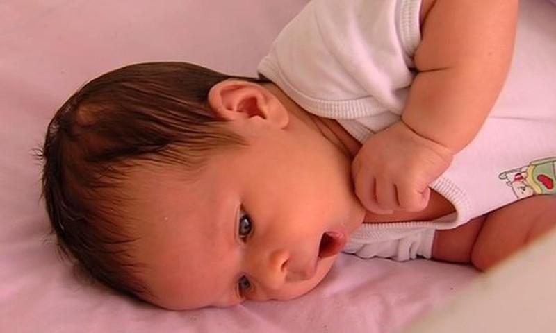 Vastsündinu 12 esimest nädalat: kas sa peaksid ise lapse lutti suhu pistma?