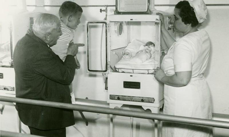 Südamlik lugu isehakanud arstist, kes päästis veidral viisil tuhandete enneaegsete beebide elu