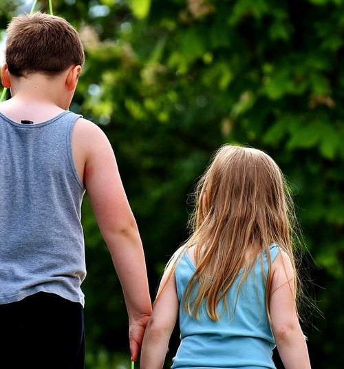 Kui vana laps võib väiksemaid õdesid-vendi ise hoida?