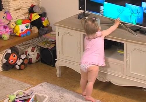 VIDEO! Huggies Pants püksmähkmed poistele ja tüdrukutele esitleb: Väikelapse areng samm-sammult: 3. osa -  Laps tõuseb jalgele