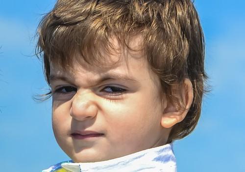 Kolmeaastane laps lõi lasteaias kaaslasele noa kätte