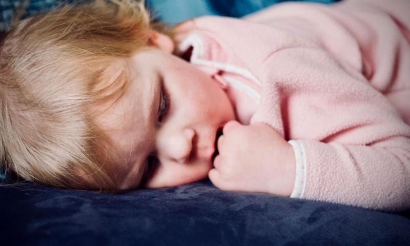 10nõuannet, kuidas oma väikelaps paremini magama õpetada