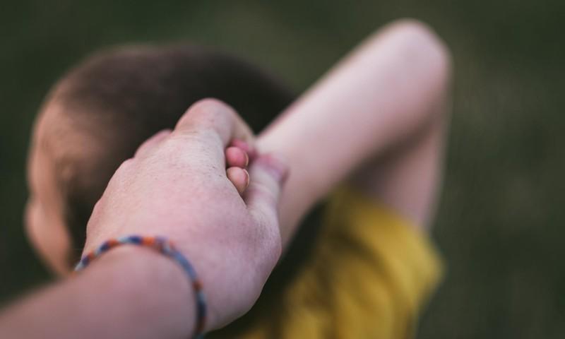 Õpetlik video sellest, kuidas käituda lapse jonnihoo korral