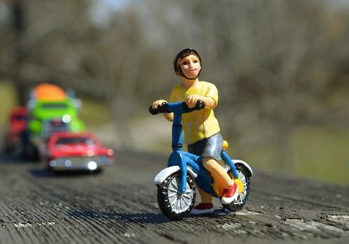 Lapse alla ajanud autojuht palus poisil vanematele juhtunust mitte rääkida