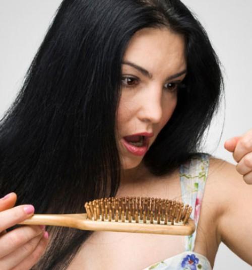 Rasedusjärgne juuste väljalangemine - miks see juhtub ja mida teha?