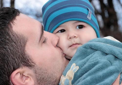 """Sotsiaalministeeriumi kampaania """"Kasvage koos"""" kutsub isasid vanemapuhkust kasutama"""