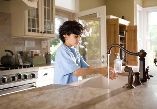 Mida teha, et 9-aastane laps harjuks käsi pesema?