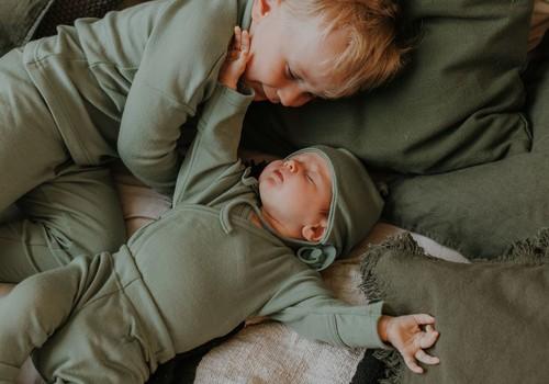 Eesti emad lõid uuendusmeelse ettevõtte, mis laenutab beebidele kapselgarderoobe
