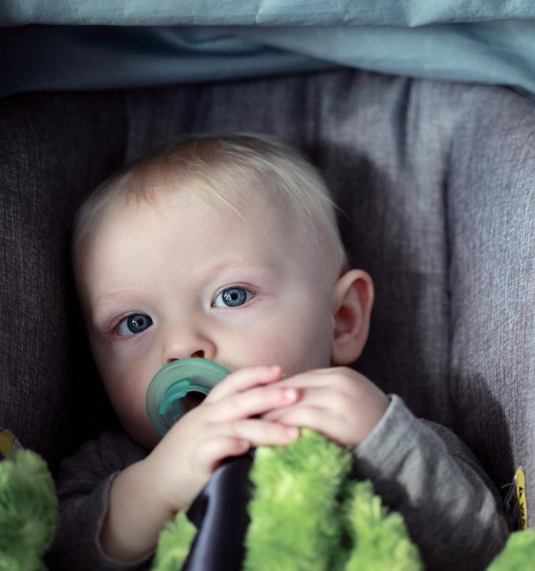 Lapse turvaline sõidutamine autos: ülevaade olulistest artiklitest