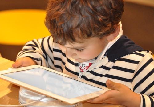 Üle 2 tunni ekraaniaega päevas vähendab lapse vaimset võimekust