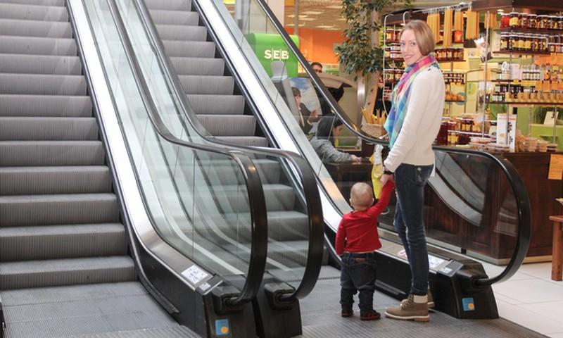 Üksi lapsega reisimine võib lõppeda kinnipidamisega