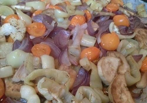 Värvilised ahjus tehtud köögiviljad