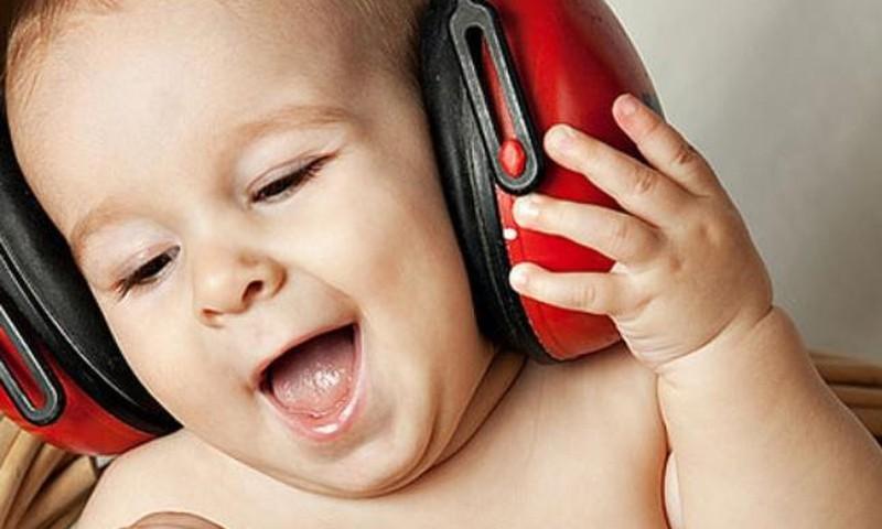 Mozarti kuulamine ei tee lapsi targemaks