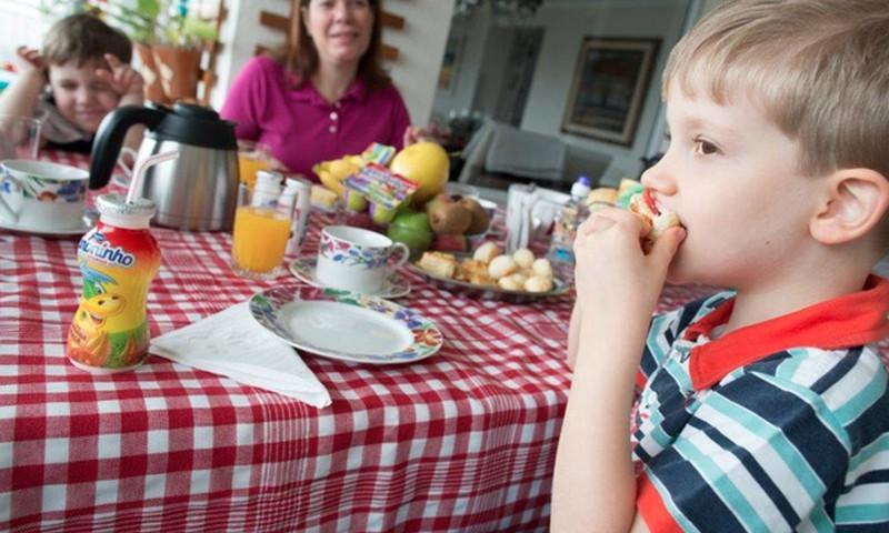 Isegi topelthommikusöök on lapse kehakaalule kasulikum kui hommikueinest loobumine