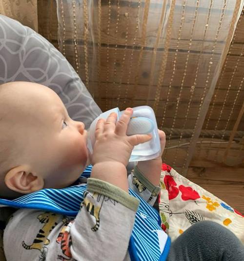Seitsmekuuse beebi ema arvustab: Philips Avent Natural harjutustass