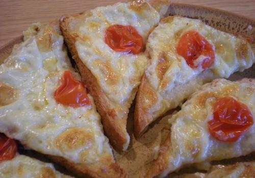 Soojad juustu-küüslaugu saiad