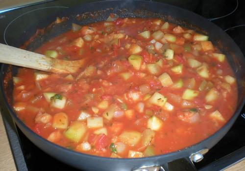 Tomati-kala hautis