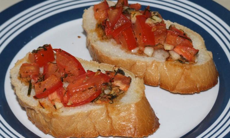Bruschetta tomatitega