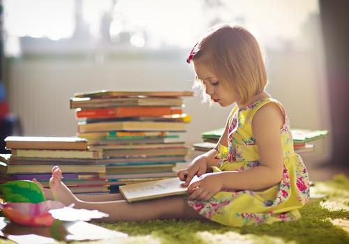 10 põhjust, miks võiksid oma lastele raamatuid ette lugeda
